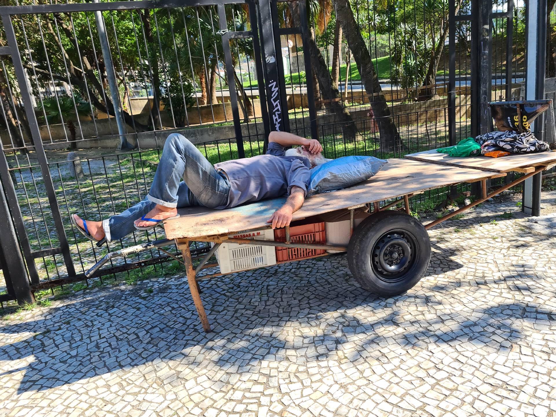 бомж в Рио-де-Жанейро