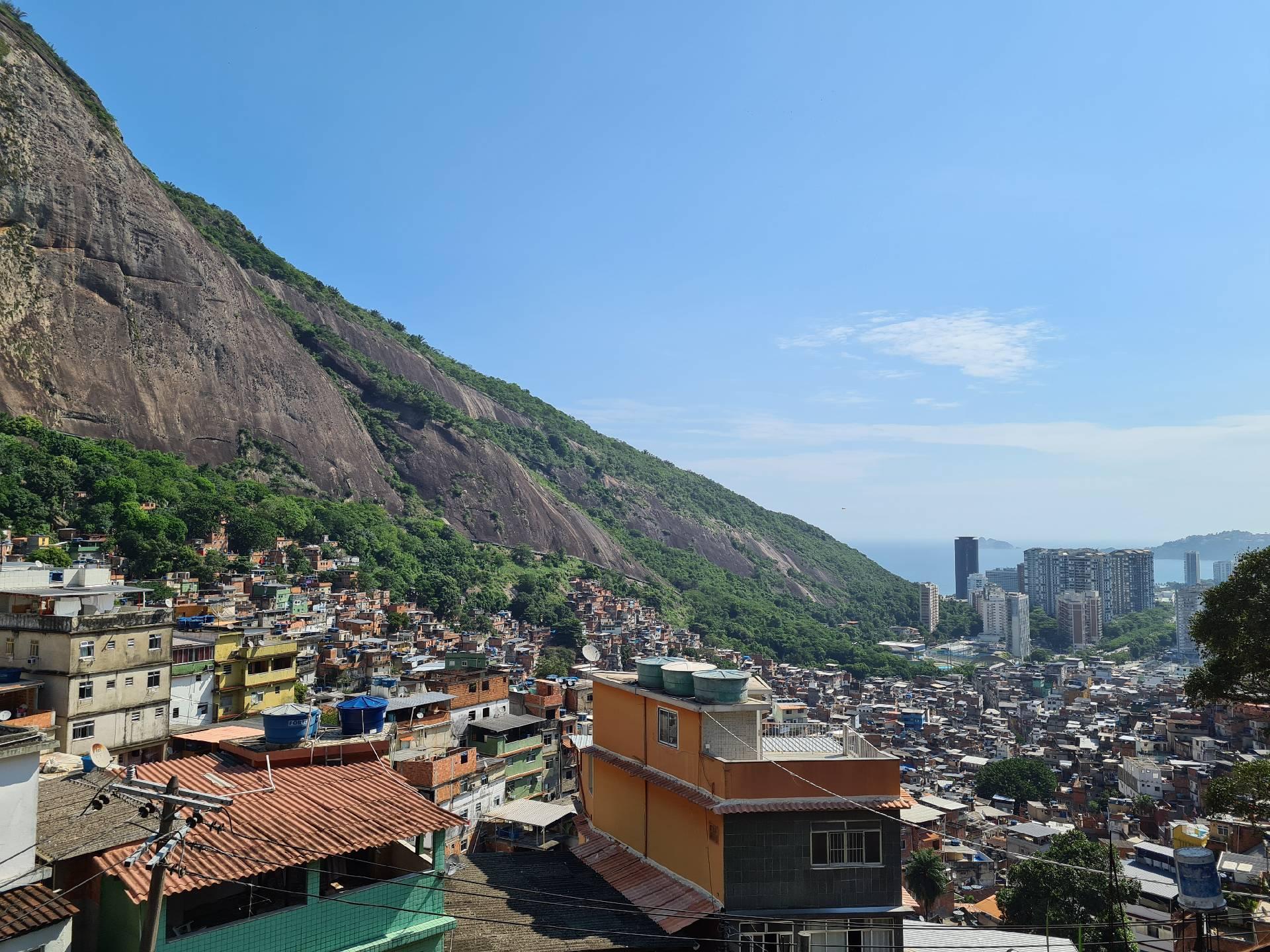 граница Рио и фавелы Росинья
