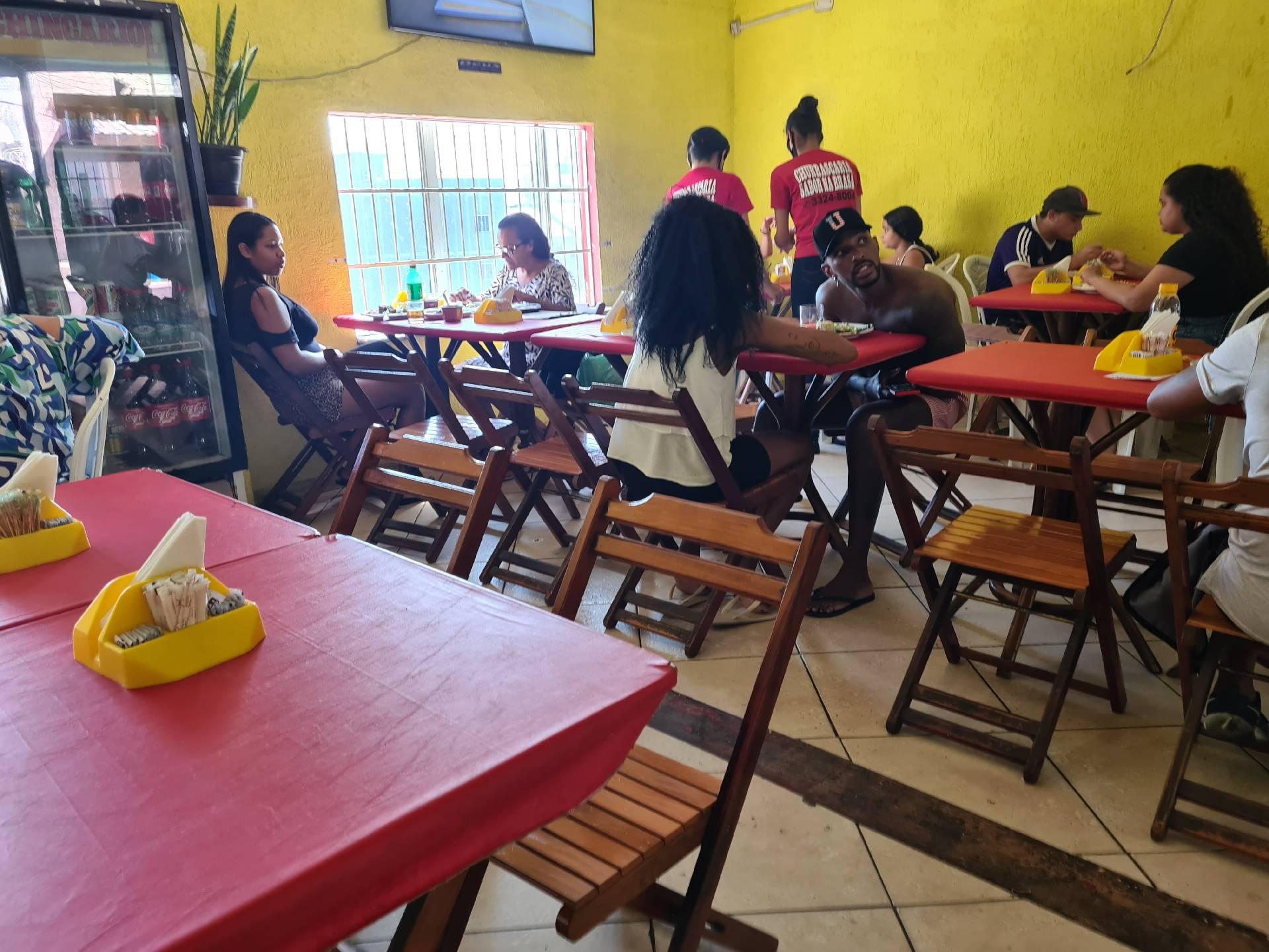 в кафе в фавеле Росинья
