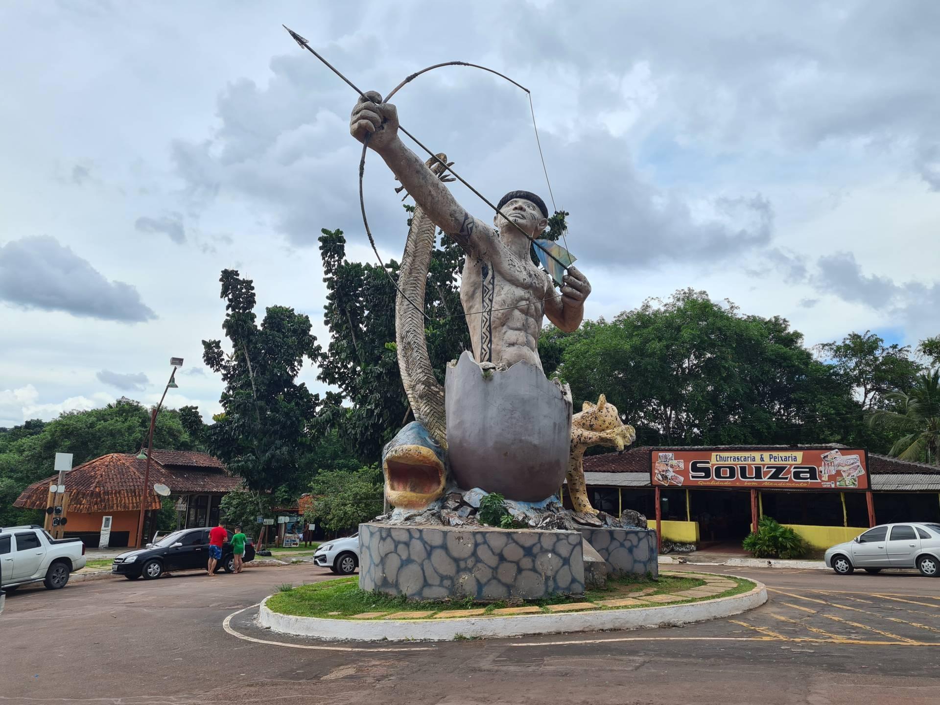 Скульптура индеец и леопард