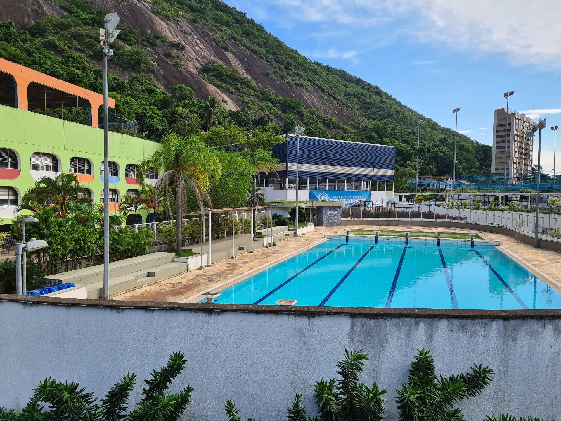бассейн в спорткомплексе в фавеле Росинья