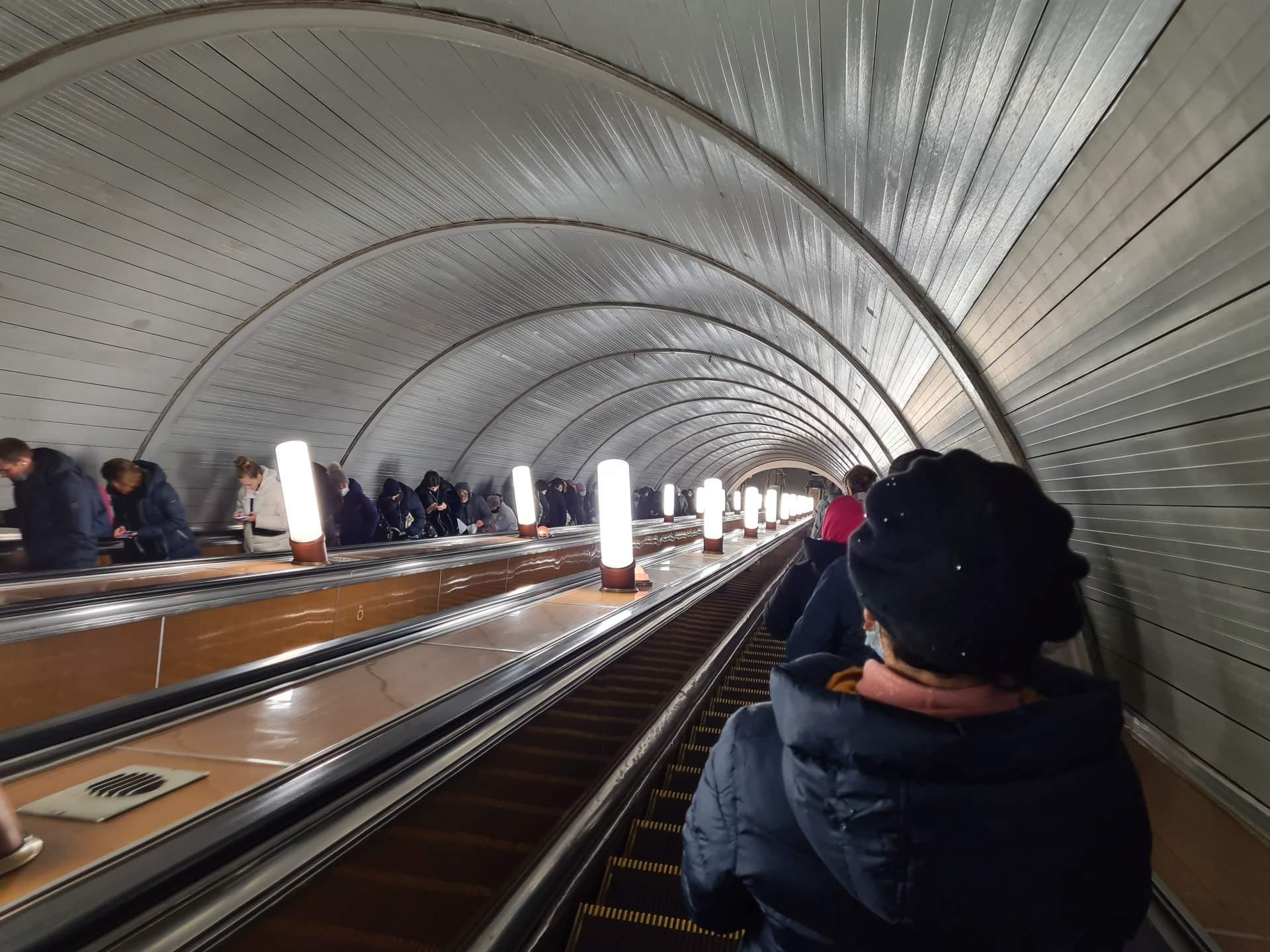 спуск в московское метро
