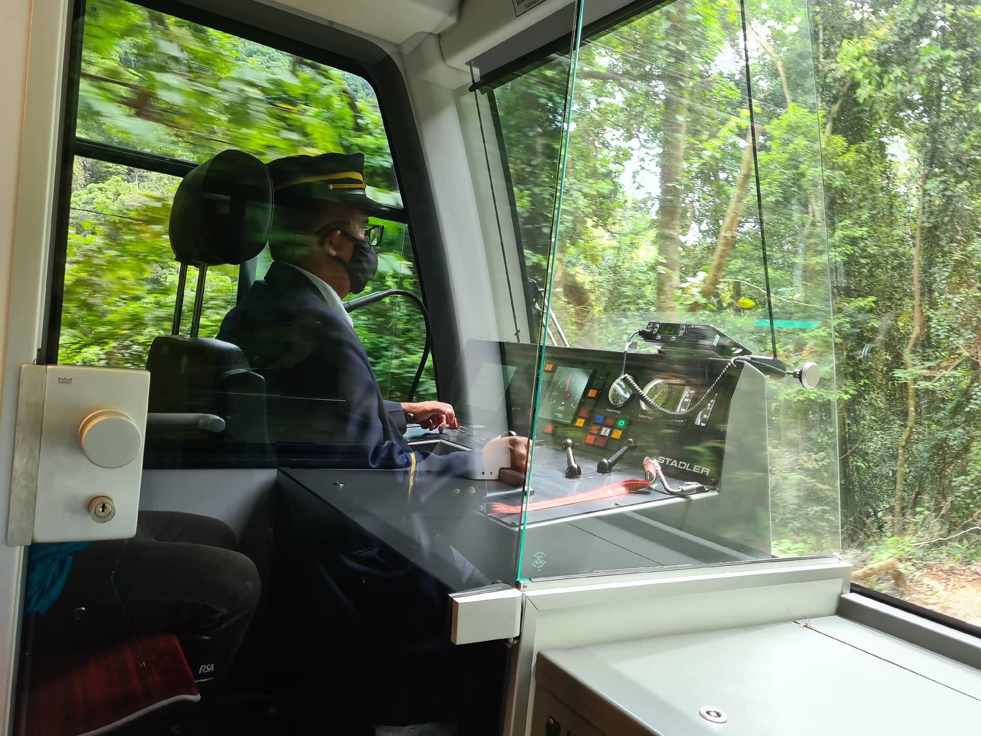 в поезде на железной дороге горы Корковадо