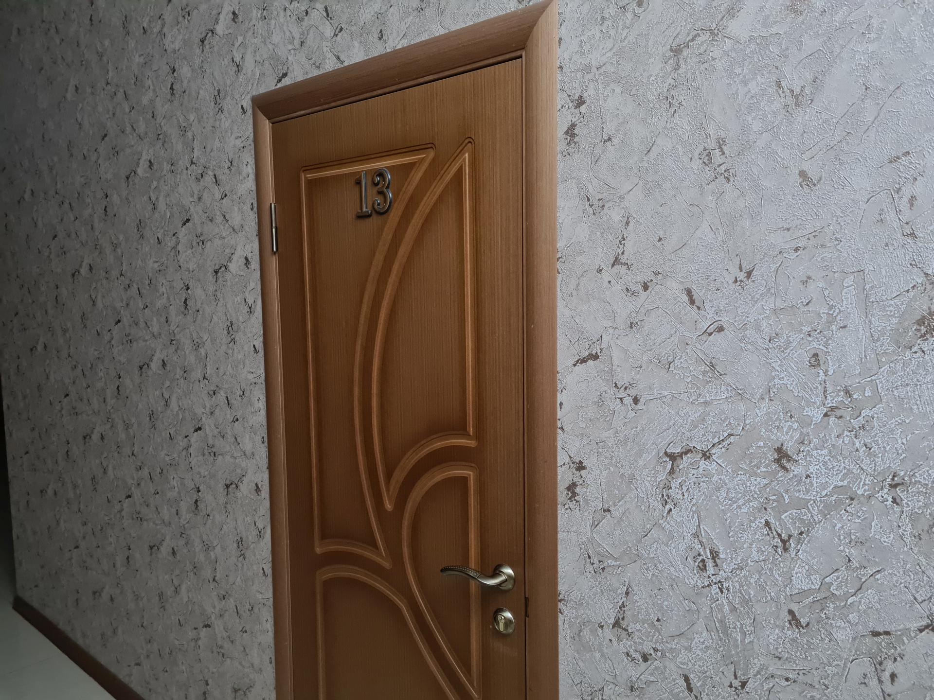 дверь номера в гостинице Северная в Махачкале