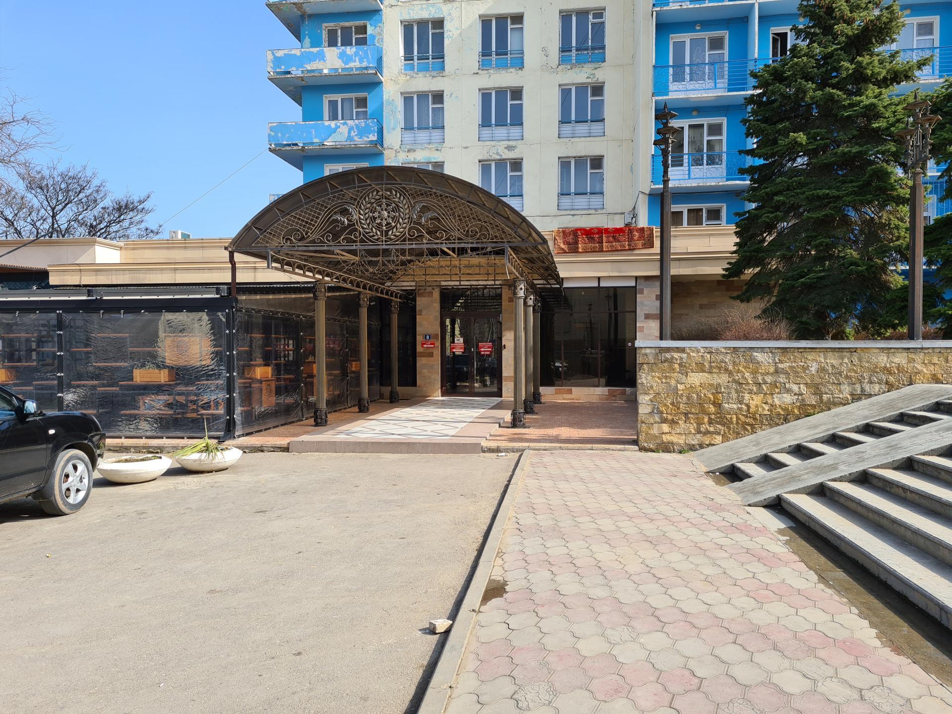 вход в гостиницу Каспий, Махачкала