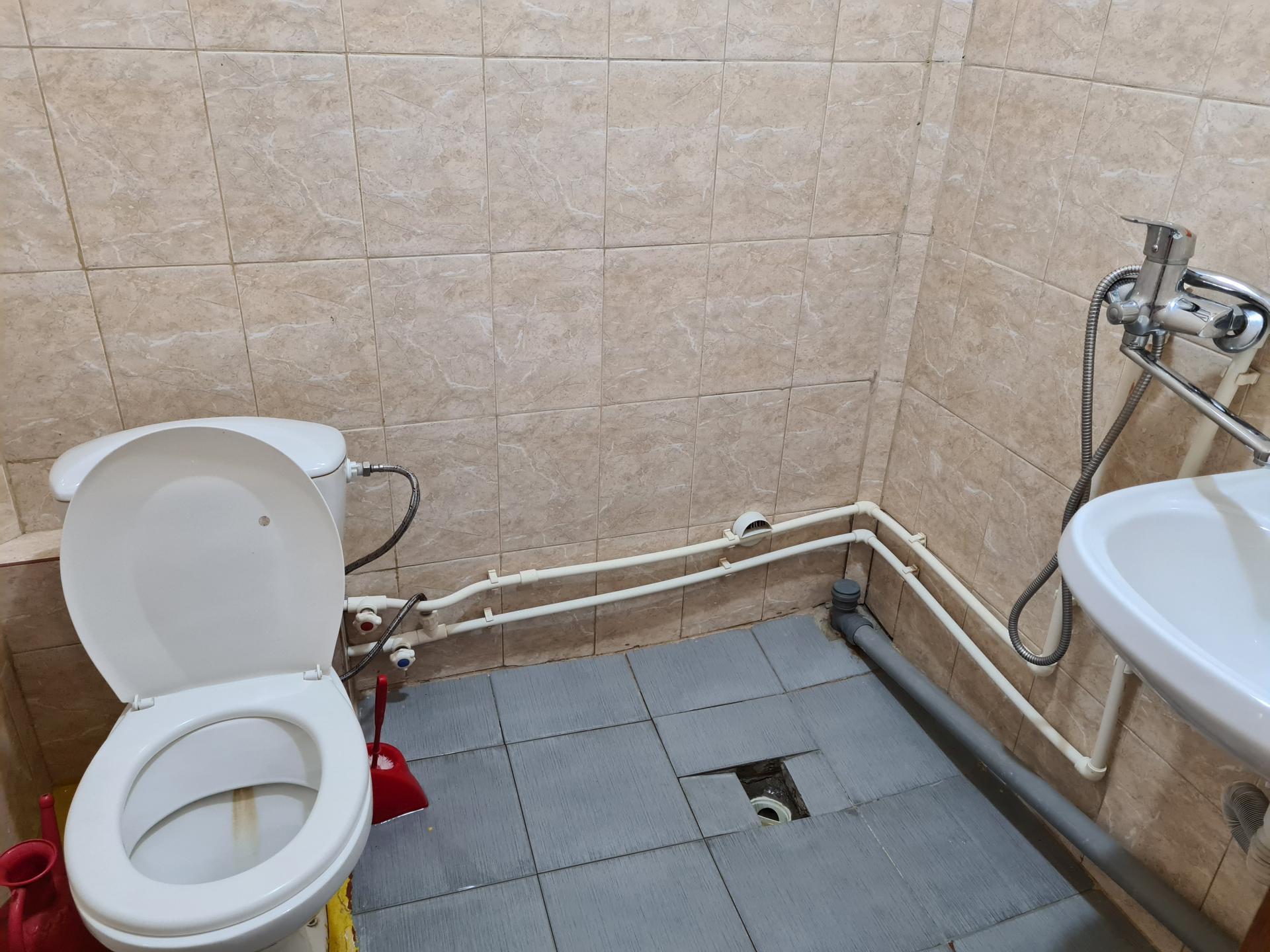 санузел в номере гостиницы Каспий
