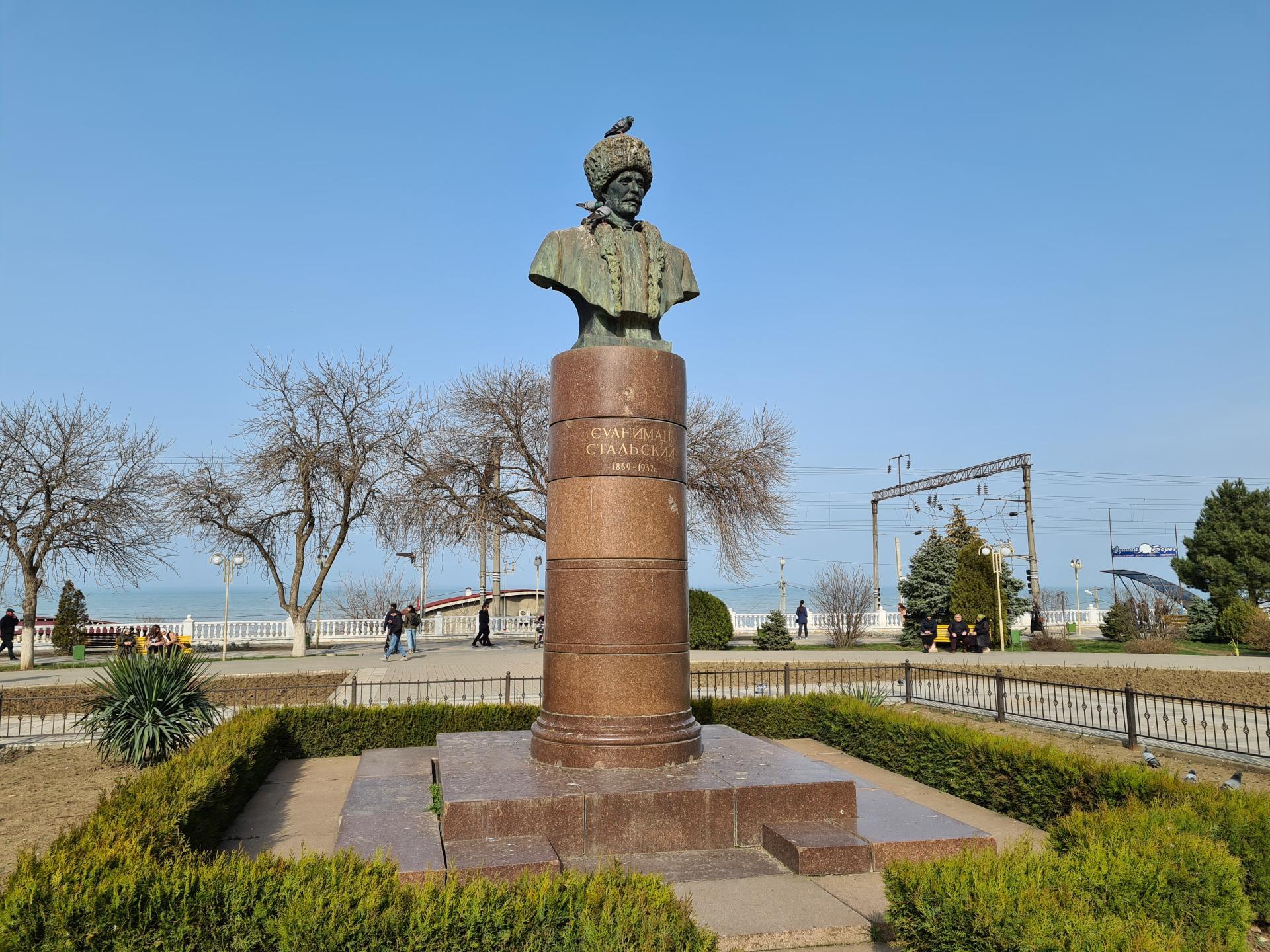 памятник Сулейману Стальскому