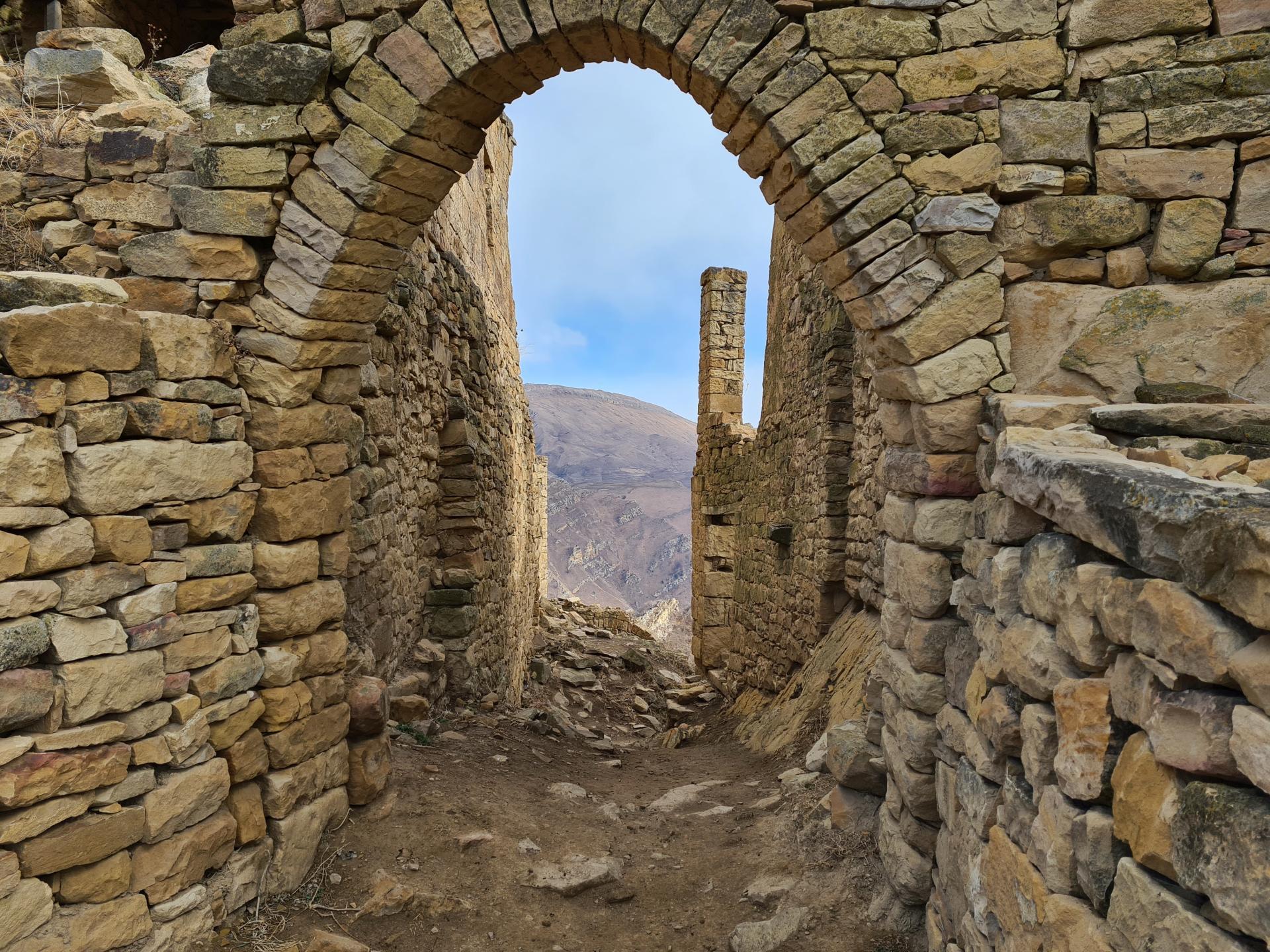 Гамсутль каменная арка