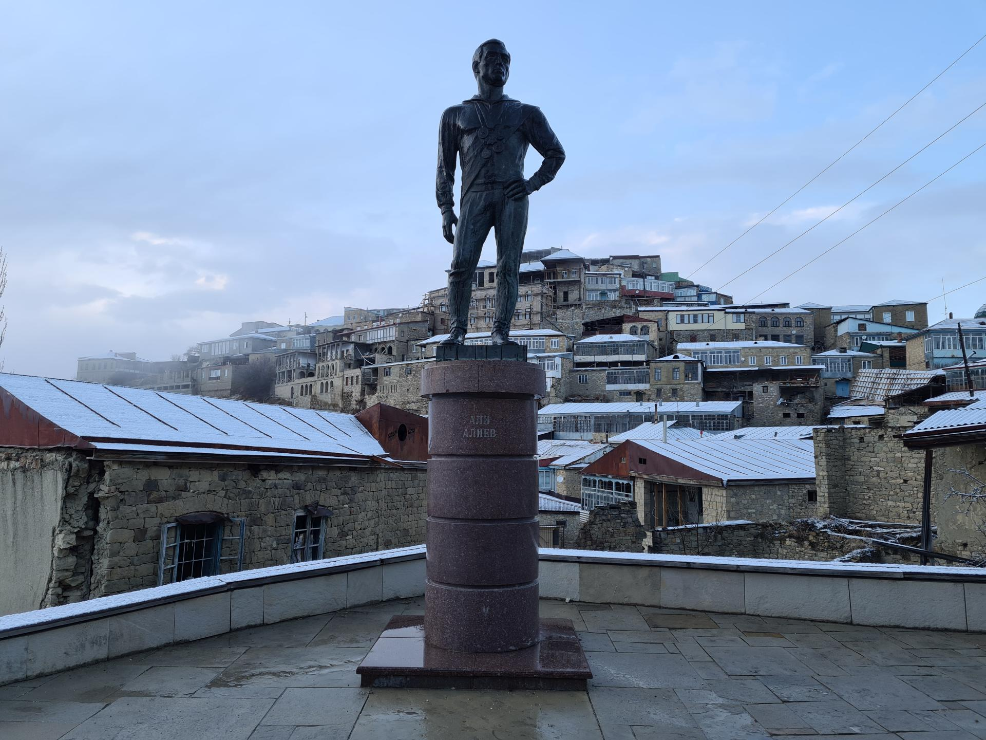 памятник Али Алиеву в Чохе
