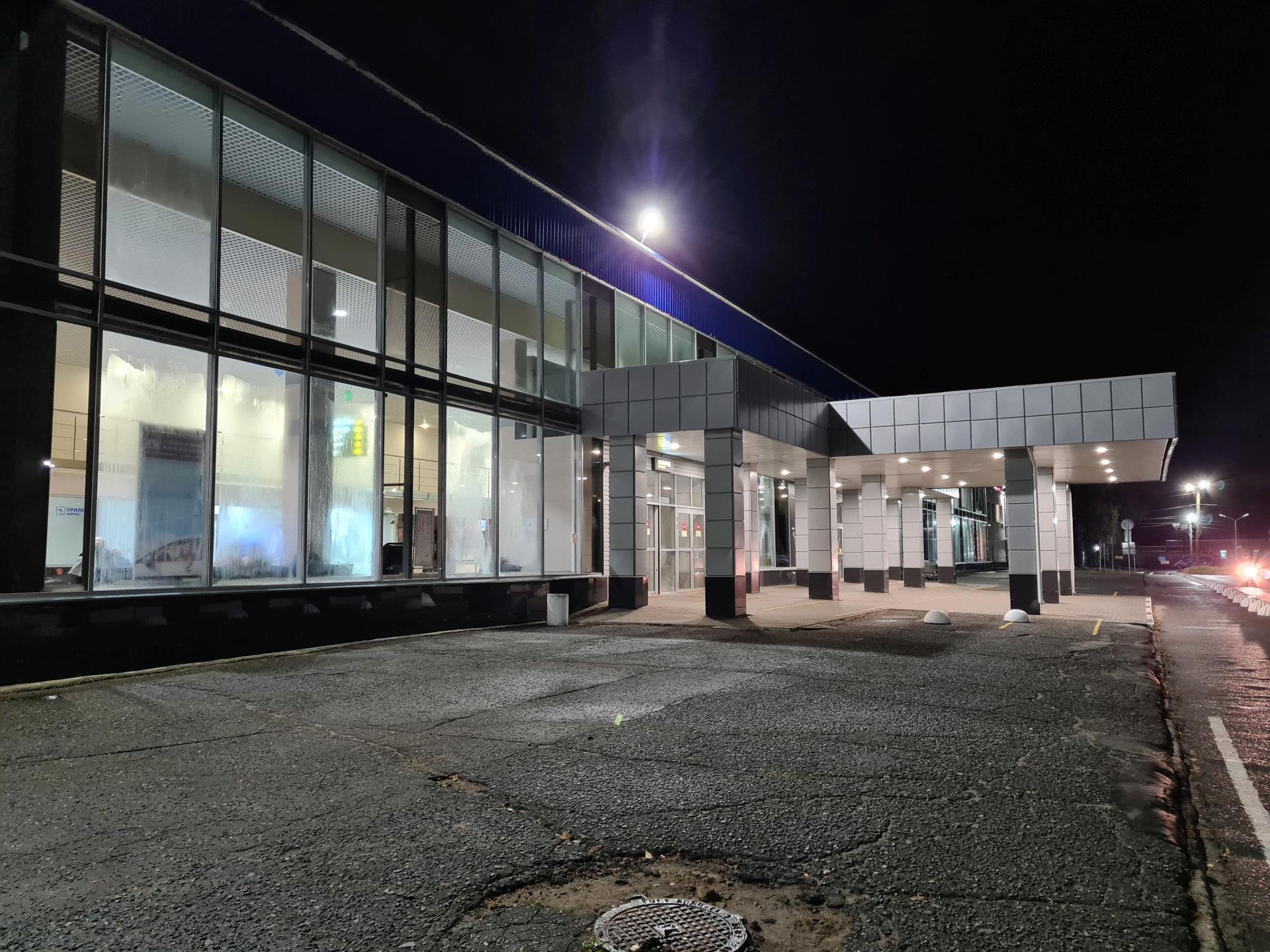 Аэропорт Победилово ночью
