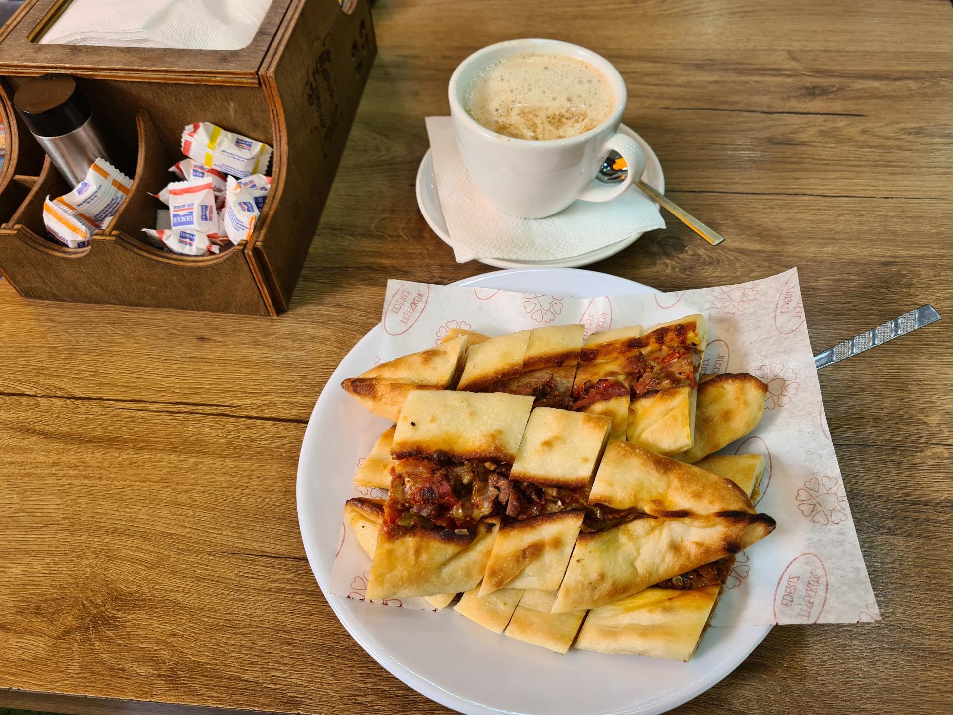 выпечка в турецком кафе